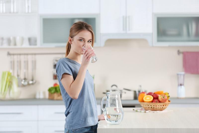 Польза утреннего стакана воды натощак